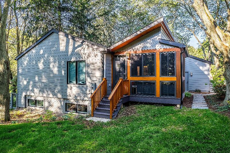 ALBE17102-EXTERIOR-REAR-SCREENED-PORCH-ADDITION