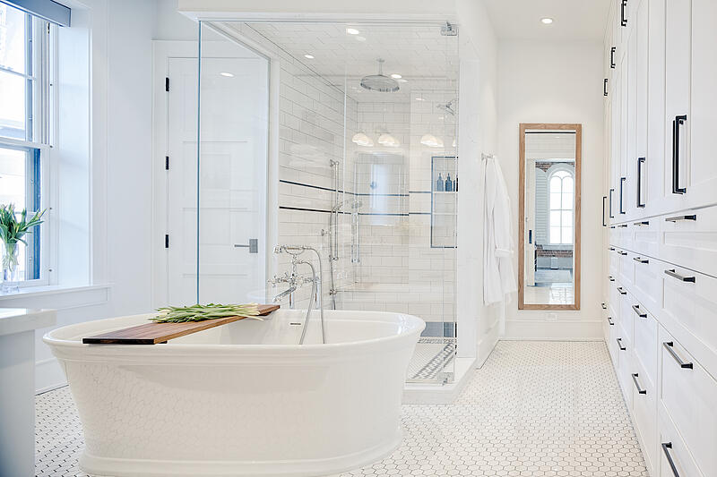 FRIE18046 BATHROOM FROM ENTY WITH CABINETS