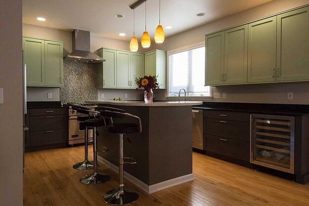 light colored upper cabinets