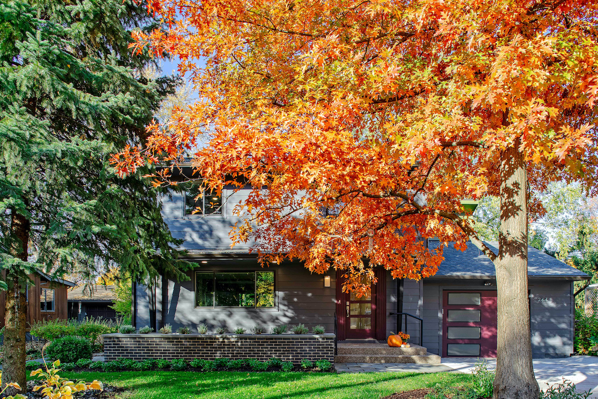 WELK18044-EXTERIOR-FRONT-FALL-COLOR